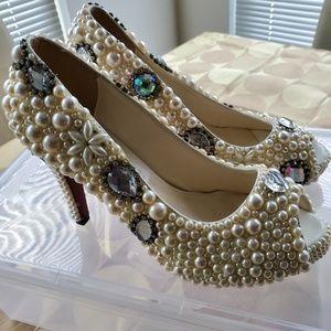 Baoya Fang Handmade Open-Toe Heel Shoes. Size: 6.5